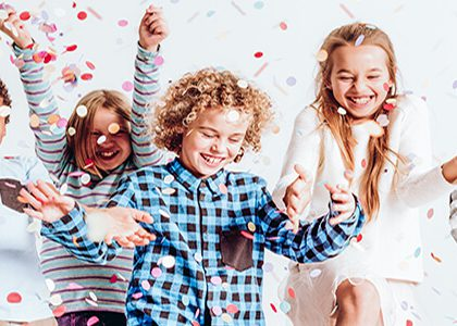 kids-with-confetti-at-party